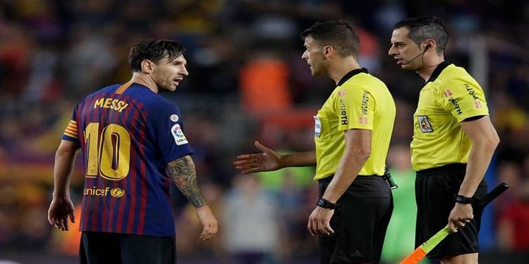 بالفيديو: ميسي يُهين حكم مباراة برشلونة وجيرونا