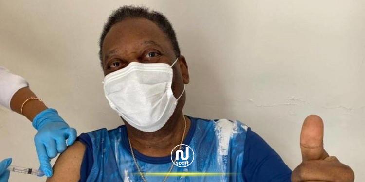 أسطورة كرة القدم العالمية بيليه يتلقى اللقاح المضاد لكورونا