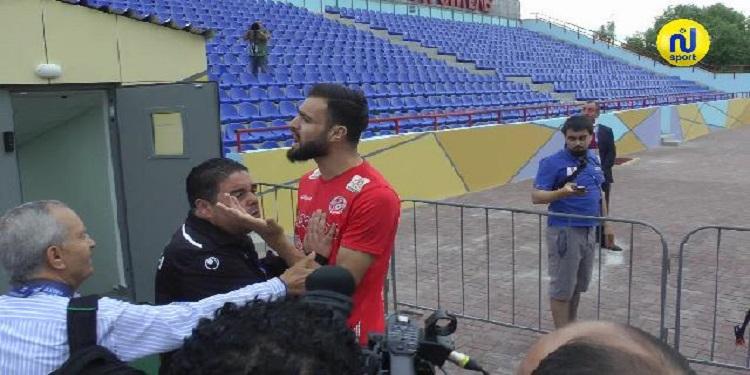 بالفيديو: مناوشات بين بعض لاعبي المنتخب وبعض الصحفيين خلال الحصة التدريبية
