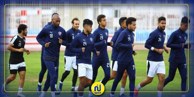 لاعبو الزمالك يرتدون  كمامات استعدادا للسفر إلى تونس ( فيديو )