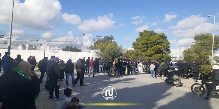 مناوشات بين قوات الأمن وجماهير الشابّة أمام مقر جامعة كرة القدم