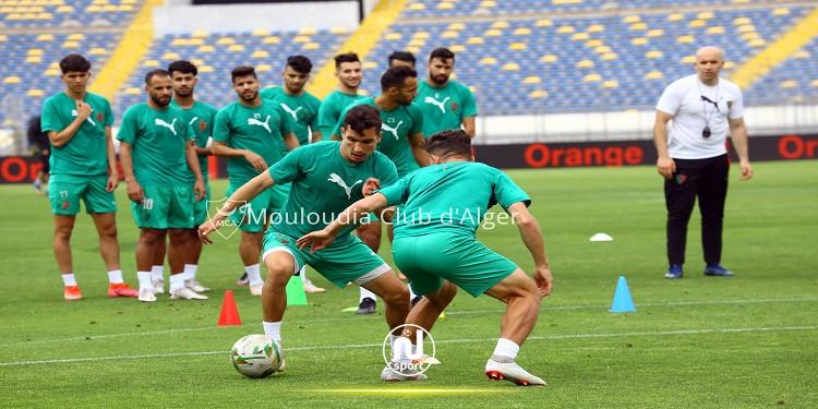 كاف يوقف لاعبيْ مولودية الجزائر عن ممارسة أي نشاط كروي لمدة عام