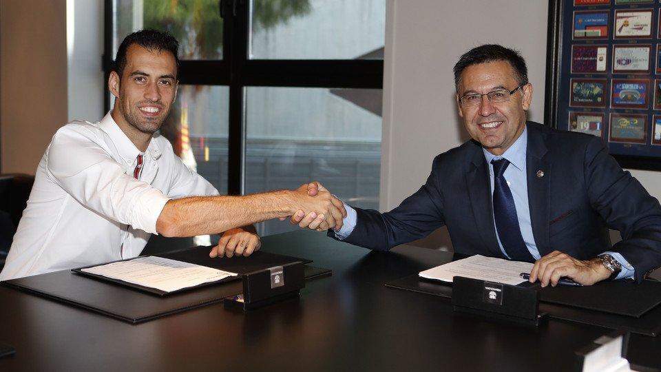 برشلونة يمدد عقد بوسكاتش ويضاعف قيمة البند التسريحي