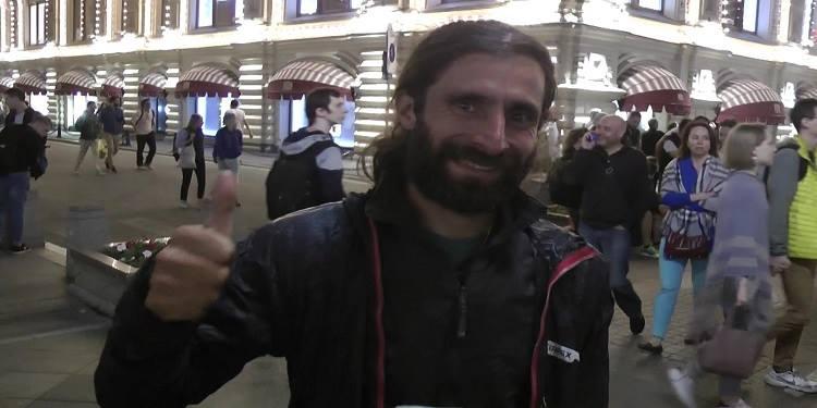 بالفيديو: ارجنتيني يقطع مسافة 80.000 كلم للوصول الى موسكو في مدة خمسة سنوات