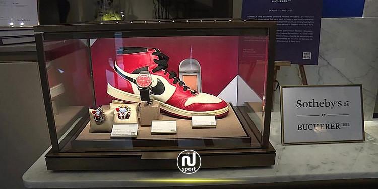بيع زوجي أحذية لأعظم لاعب كرة سلة في التاريخ بـ 152.5 ألف دولار